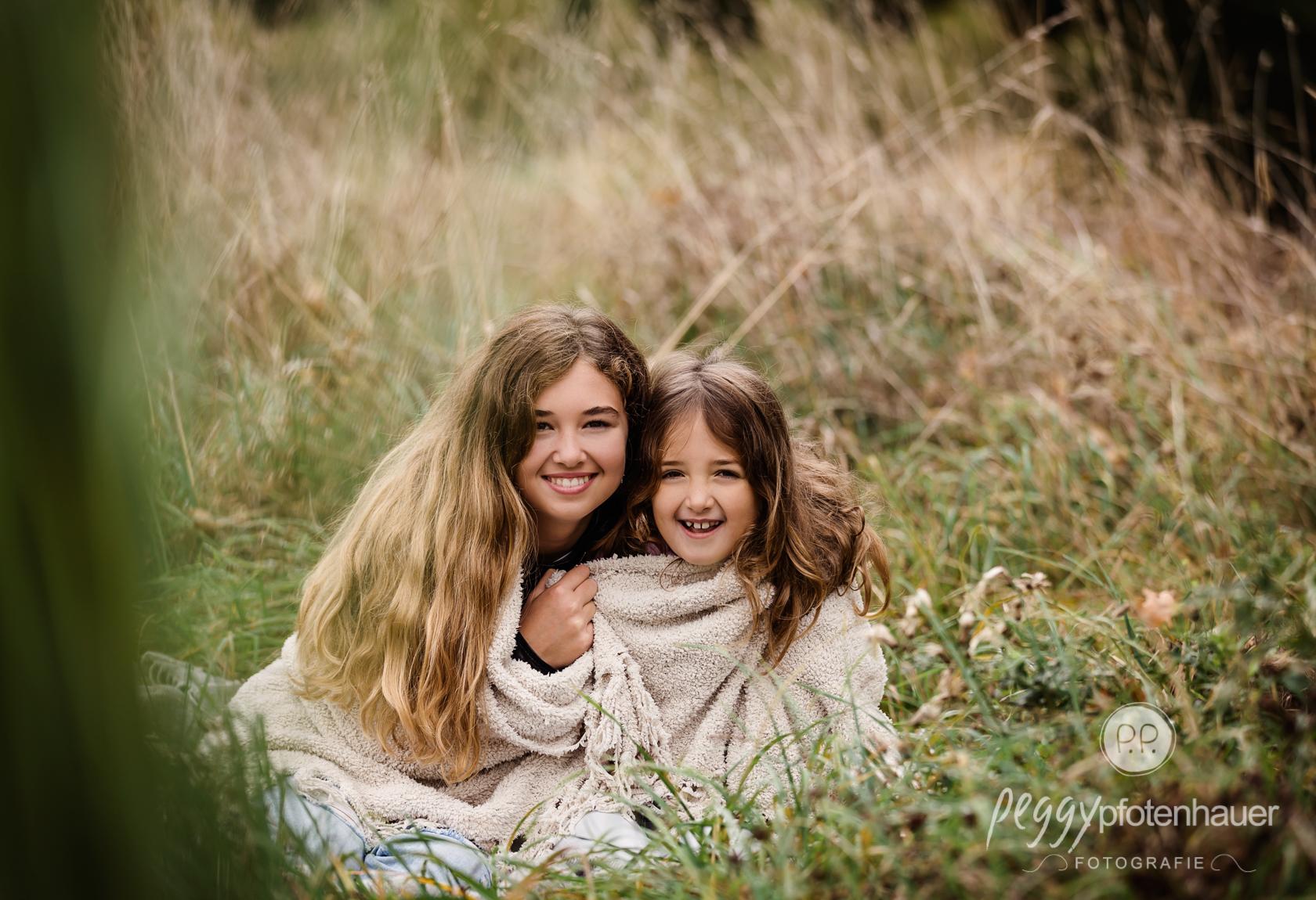 Geschwisterfotos im Garten